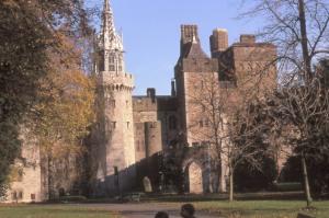 Cardiff_castle_autumn
